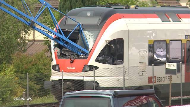 Glück im Unglück: Keine Verletzten nach Zugkollision mit Kran