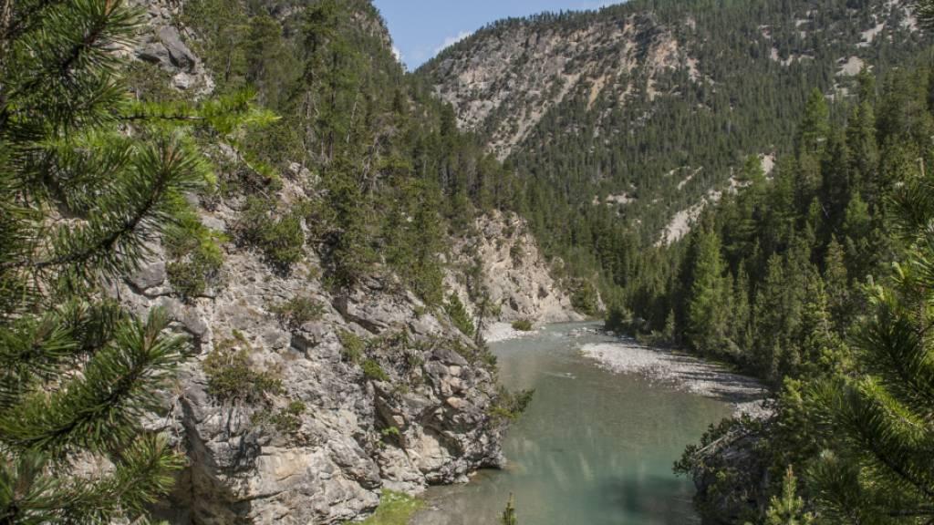 Der Schweizerische Nationalpark verlangt nun die Sanierung auf der gesamten Fliesstrecke des Spöl von 5,75 Kilometern.