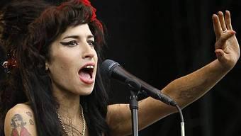 Skandal-Nudel Winehouse in Aktion