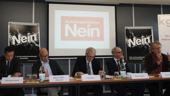 Pressekonferenz des Komitess «Nein zur Ausstiegsinitiative»: Christian Imark, Stefan Müller-Altermatt, Kurt Fluri, Daniel Aebli und Jürg Liechti.