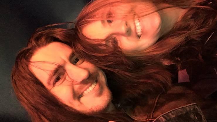 «Im Jahr 2007 haben Dennis und ich uns fast zeitgleich auf Metal-Dating, einer Plattform für Metal-Fans, registriert. Ich wollte mehr über seinen Leguan auf dem Profilfoto wissen und bald haben wir uns täglich geschrieben. Er nutzte schliesslich seine Ferien für einen Ausflug in den 600 Kilometer weit entfernten Kanton Solothurn und wartete lässig an sein Auto gelehnt auf mich, als ich von der Arbeit kam. Als wäre es nie anders gewesen, führten wir von da an während elf Monaten eine Fernbeziehung und erkundeten gemeinsam die Schweiz und das Ruhrgebiet. Die Abschiede wurden immer härter, so zog Dennis 2008 schliesslich definitiv zu mir. Seit fast 13 Jahren sind wir happy gemeinsam auf der Welt unterwegs.» (Sandra Leibundgut und Dennis Graumann aus Recherswil)