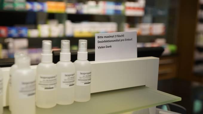 Die Nachfrage nach Desinfektionsmittel stieg auf der Coronakrise rasant an - ebenso die Preise dafür.