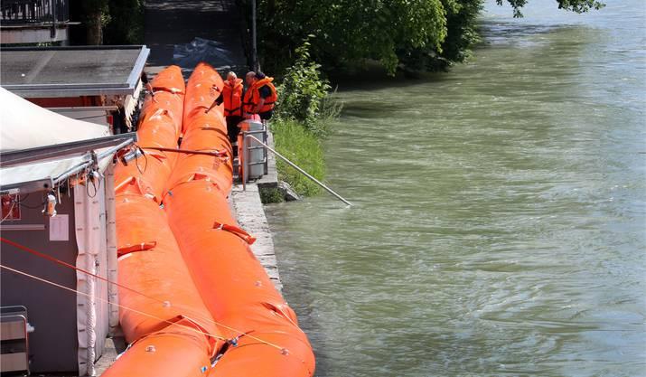 Hochwassersperren beim Aarebistro.