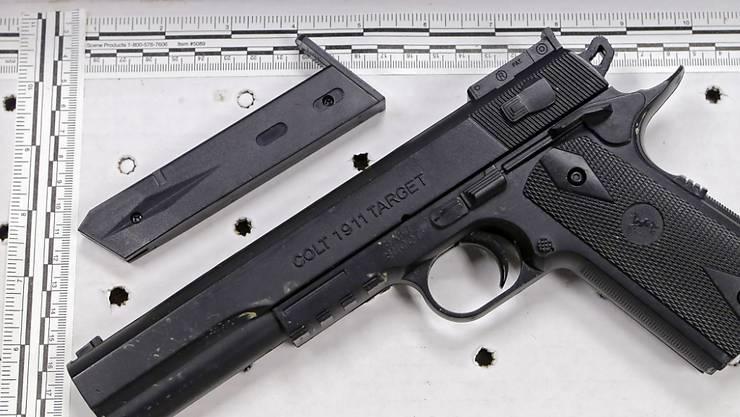 Mit dieser Spielzeugpistole hatte der 12-Jährige gespielt - der Polizist hielt sie für echt. (Archiv)