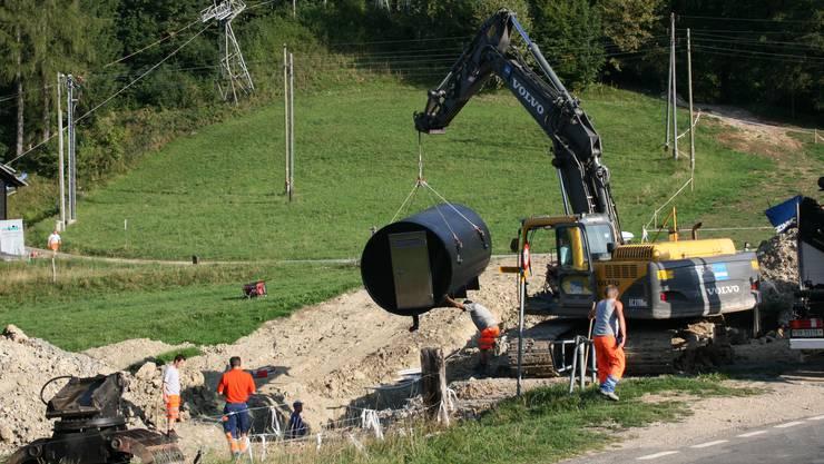 August 2011 auf dem Nesselboden - Das Zwischenpumpwerk wird gesetzt