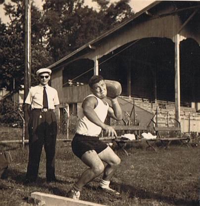 Steinstossen bei einem Wettkampf.