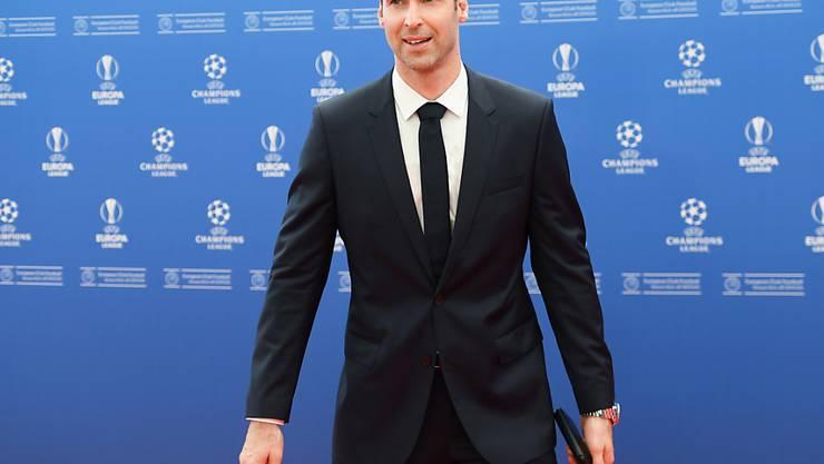 Tauscht er den Anzug nochmal gegen das Fussballtenü? Petr Cech
