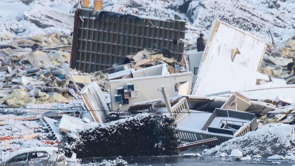 Rettungskräfte geben Hoffnung nach Erdrutsch auf