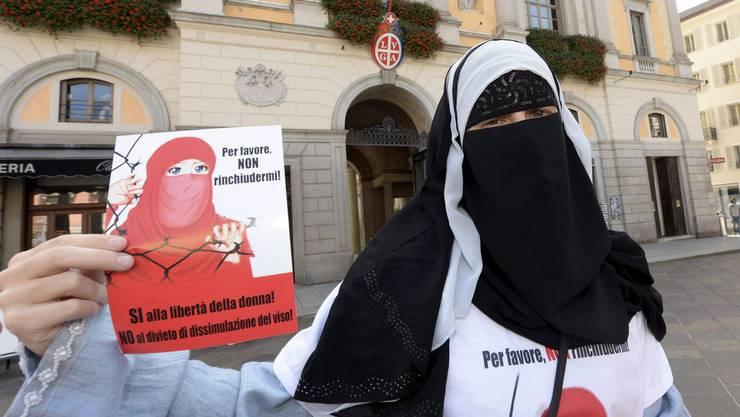 Nora Illi vom Islamischen Zentralrat warb in Lugano für das Nein zum Burkaverbot.