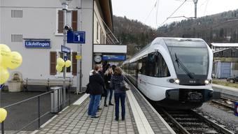 Am Läufelfinger Bahnhof war der Ansturm auf die S 9 am Sonntag gross. Ob das in Thürnen auch so wäre?