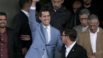 Die internationale Anerkennung des selbsternannten venezolanischen Interimspräsidenten Juan Guaidó wirft völkerrechtliche Fragen auf. Das stellen Gutachter des deutschen Bundestages in einer Expertise fest.
