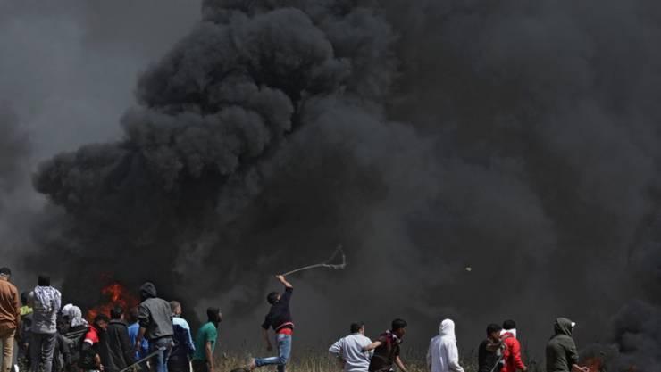 Palästinensische Protestierende kämpfen im Gazastreifen für ein Rückkehrrecht vertriebener Palästinenser.