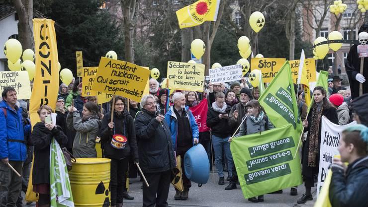 Zuletzt demonstrierten AKW-Gegner im März vor dem Sitz der Beznau-Betreiberfirma Axpo in Baden.