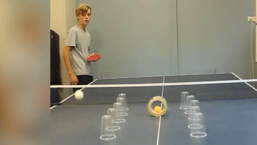 Unglaublich, aber dieser 14-Jährige spielt erst seit drei Jahren Tischtennis