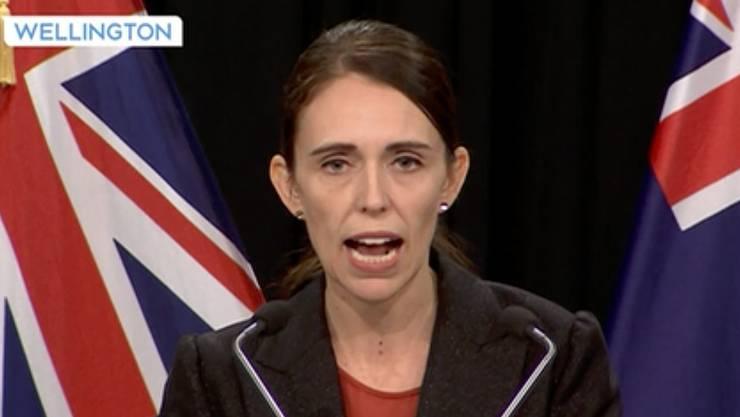 Premierministerin Jacinda Ardern während einer Stellungnahme im Fernsehen am Abend des Attentats.