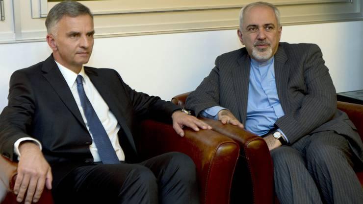 Didier Burkhalter mit dem iranischen Aussenminister Mohammed Dschawad Sarif. (Archiv)