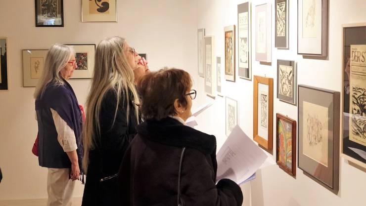 Grosses Interesse beim Vernissagen-Publikum an der Aargauer Privatsammlung, die im Gluri Suter Huus erstmals öffentlich präsentiert wird.