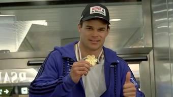 Empfang am Flughafen: Gold-Küng zurück in der Schweiz.