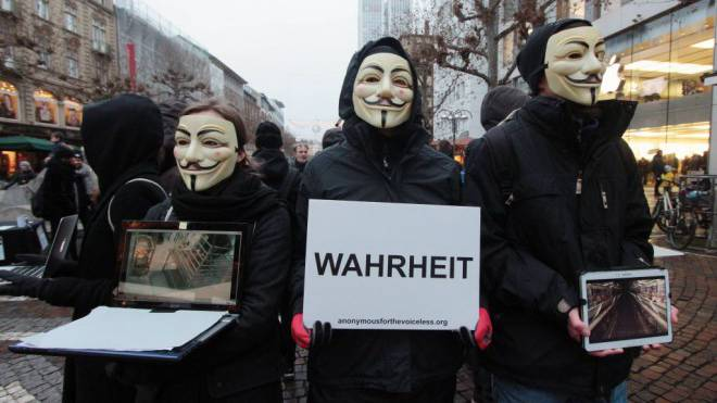 Kampf um die mediale Wahrheit: Aktivisten der Hacker-Organisation Anonymous. Foto: Imago/Ralph Peters