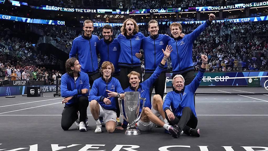 Das Team Europa mit Captain Björn Borg (unten rechts) bejubelt den Sieg am Laver Cup in Boston.