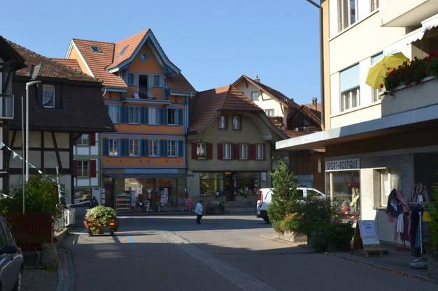 Schwarzenburg. Berner Mittelland, 7000 Einwohner, Postkartenidylle.