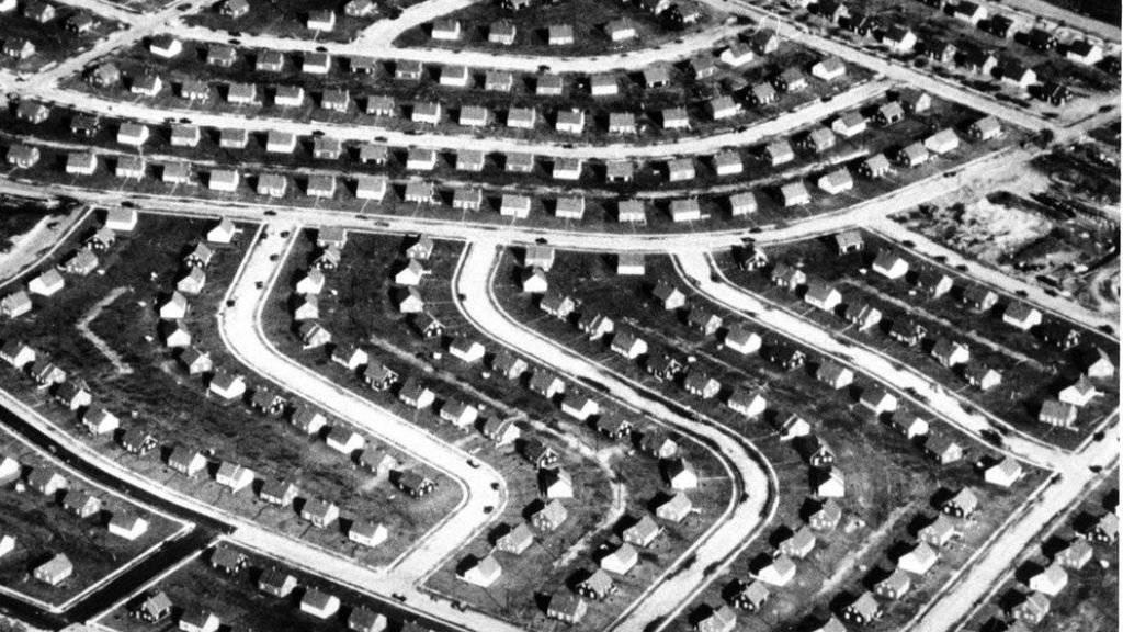 Eine Aufnahme von Levittown, N.Y., im Jahr 1948 kurz nach der Fertigstellung. Der Prototyp der US-Vorstadt feiert seinen 70. Geburtstag.