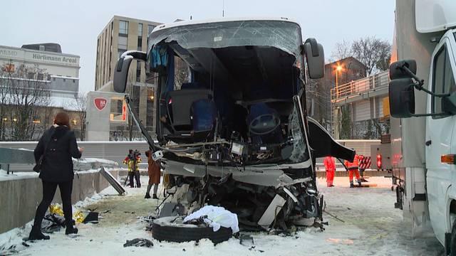 Tödlicher Car-Unfall auf Autobahn bei Zürich