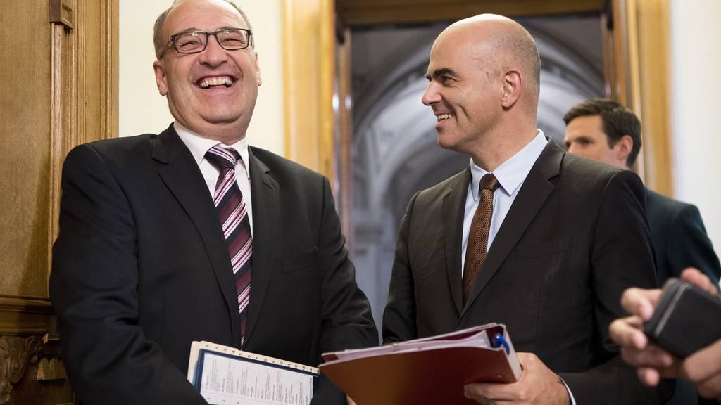 Haben gut lachen: Zwei der insgesamt sieben Bundesräte, Guy Parmelin (links) und Alain Berset.