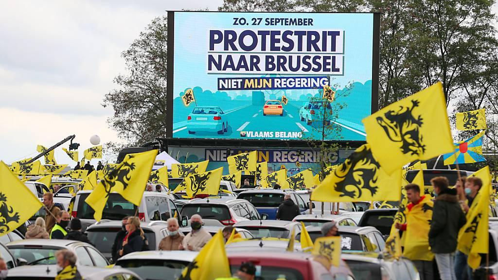 Tausende demonstrieren gegen geplante Regierung