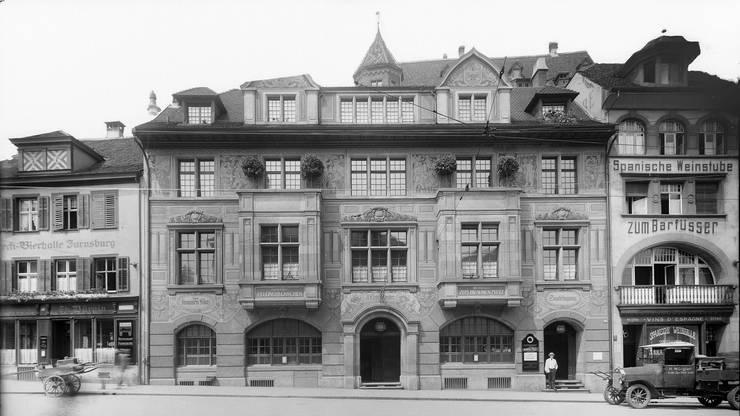 So sah das Restaurant Zum Braunen Mutz kurz nach der Eröffnung 1915 aus. Die Firma F.Kirschenheiter war die erste Betreiberin der Beiz.