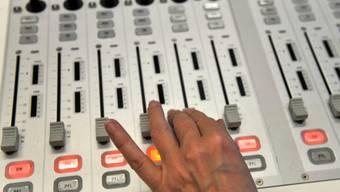 Die parlamentarischen Kommissionen sollen private Radio- und Fernsehstationen finanziell unterstützen. (Symbolbild)