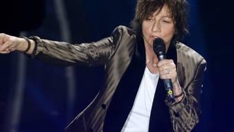 Gibt wegen der Coronavirus-Sperre ein Konzert im Internet: Die italienische Rocksängerin Gianna Nannini, hier am Sanremo Festival. (Archivbild)
