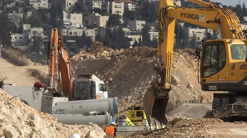 """Israel kündigt den Bau weiterer Wohnungen an und Donald Trump sagt dem Land seine """"uneingeschränkte Unterstützung"""" zu."""