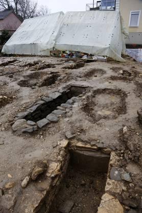 """Es ist umfangreicher als zuerst vermutet. In den letzten vier Wochen wurde 40 Skelette aus der Zeit der Völkerwanderung ausgegraben. """"Es handelt sich um Nachkommen der Gallo-Römer"""", sagt Grabungsleiterin Mirjam Wullschleger."""