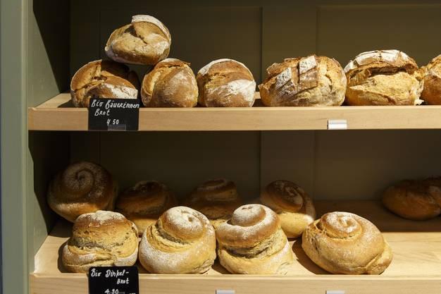 Im Laden gibts Brot – von einem anderen Biobauern, aber vom Mehl des Biohofs Kütigkofen
