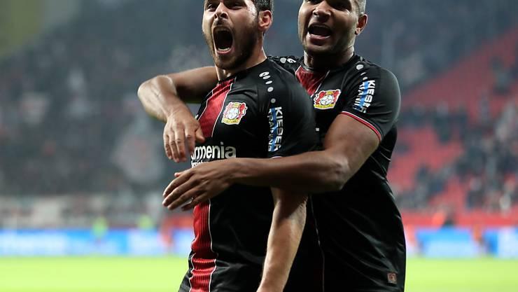 Kevin Volland (links) erzielte gleich beide Tore von Bayer Leverkusen gegen Stuttgart