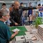 Einkaufstouristen stehen weiterhin Schlange am deutschen Zoll. Keystone/Ruetschi
