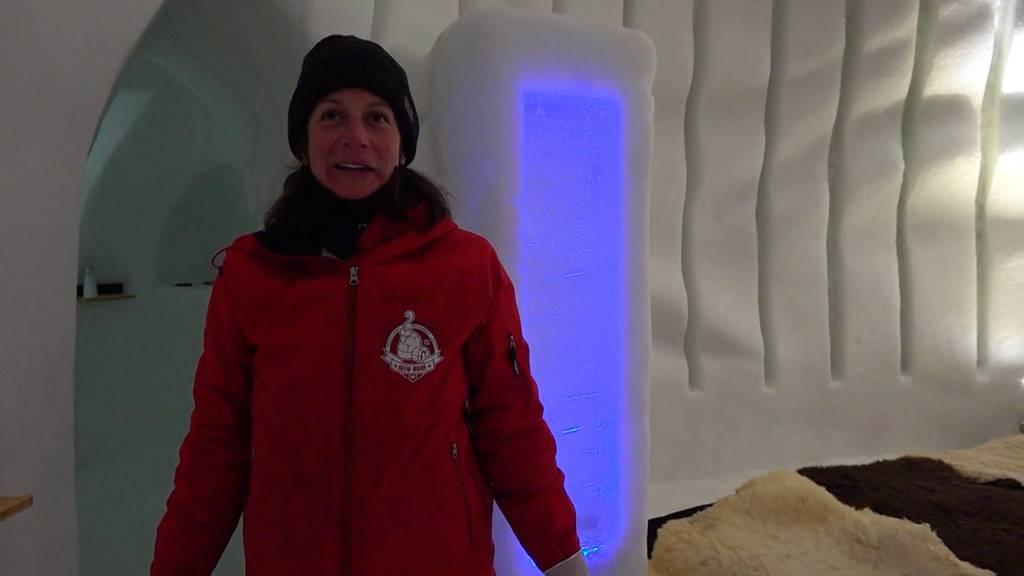 Alltag Schnee: Hausmeisterin im Schnee