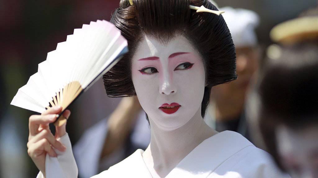 Wird die Kleidung für Geishas bald teurer? In Japan ist die Inflation den vierten Monat in Folge gestiegen. (Symbolbild)