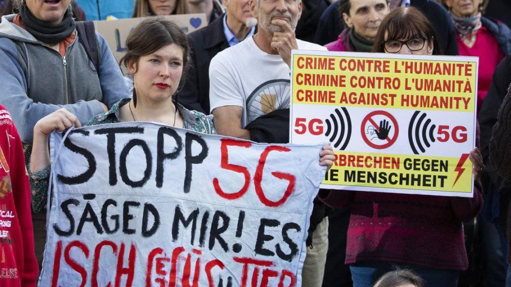 Hunderte Menschen protestieren in Bern gegen 5G-Mobilfunkstandard