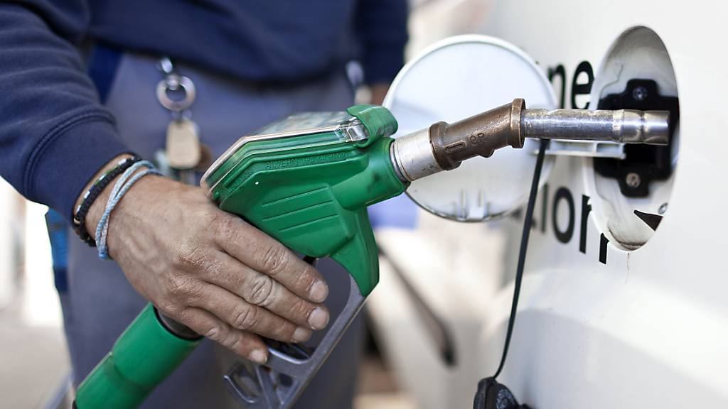 Benzin wird bis zu 12 Rappen teurer