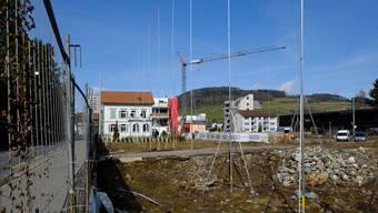 Im Reinacher Mitteldorf erstellt die Berzati AG eine Arealüberbauung mit Gewerbeflächen und 64 Mietwohnungen.