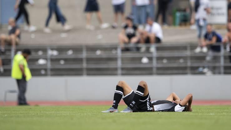 Moyo Urejoma liegt bedient am Boden - nur knapp schrammte seine Mannschaft an der Sensation vorbei.