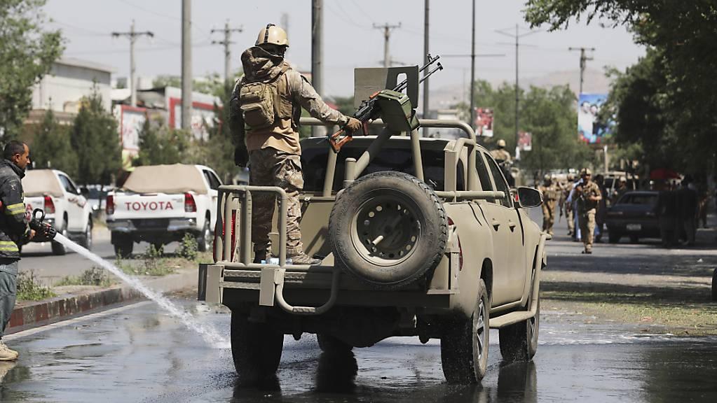 Afghanische Sicherheitskräfte bei der Patrouille.