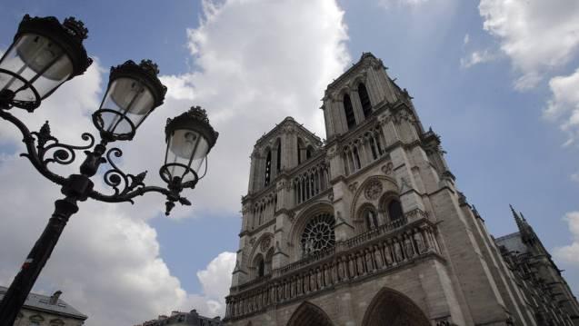 Nahre der Pariser Kathedrale Notre-Dame wurde ein Auto mit Gasflaschen sichergestellt. (Archiv)