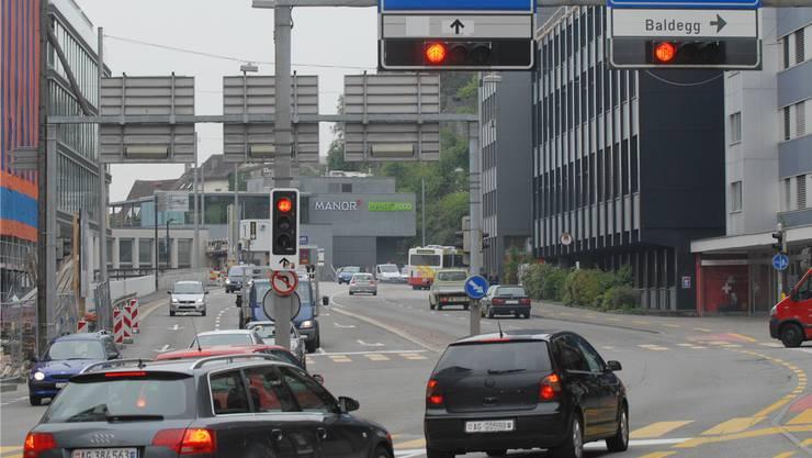 Auf der Gstühl-Kreuzung darf laut Verwaltungsgericht der erste fixe Blechpolizist im Aargau aufgestellt werden.