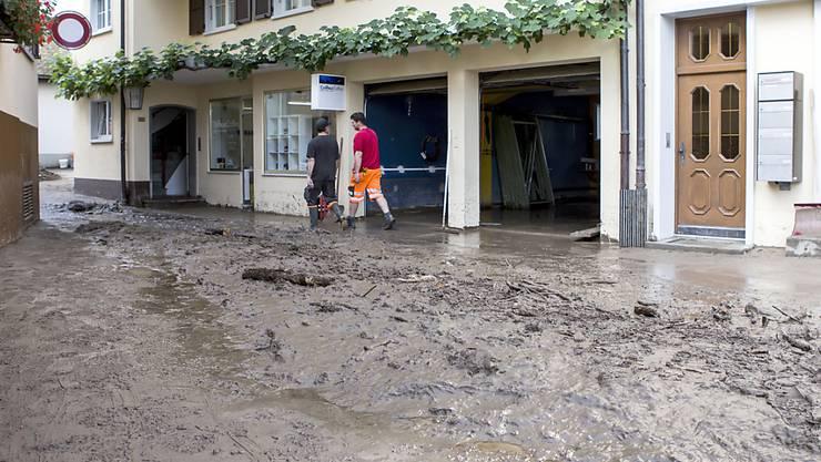Im Juli gingen in einigen Regionen wie Pfäffikon SZ Anfang Woche sintflutartige Regenfälle nieder, während es in der Nordwestschweiz und im Wallis zu trocken war. (Archivbild)