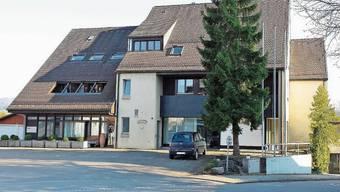 In dieser Liegenschaft im Zentrum von Schinznach-Dorf  – Eingang seitlich rechts – befand sich die Zahnarztpraxis.
