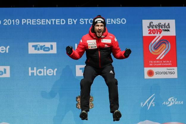 Killian Peier bei der Siegerehrung als WM-Dritter.