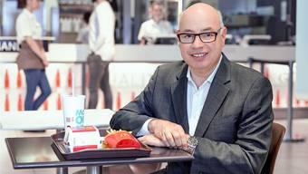 Bis spätestens 2020 in allen McDonalds-Restaurants den Kunden ihr Essen an den Tisch gebracht werden, wie Jacques Mignault, Managing Director von McDonald's Schweiz, am Donnerstag erklärte.